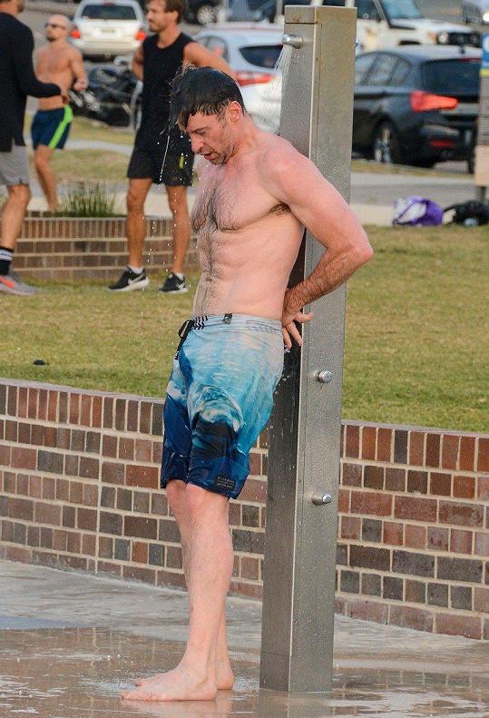 Herec sportoval na Bondi Beach.
