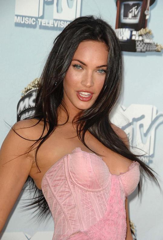 Někteří ji nazývají klonem Angeliny Jolie.