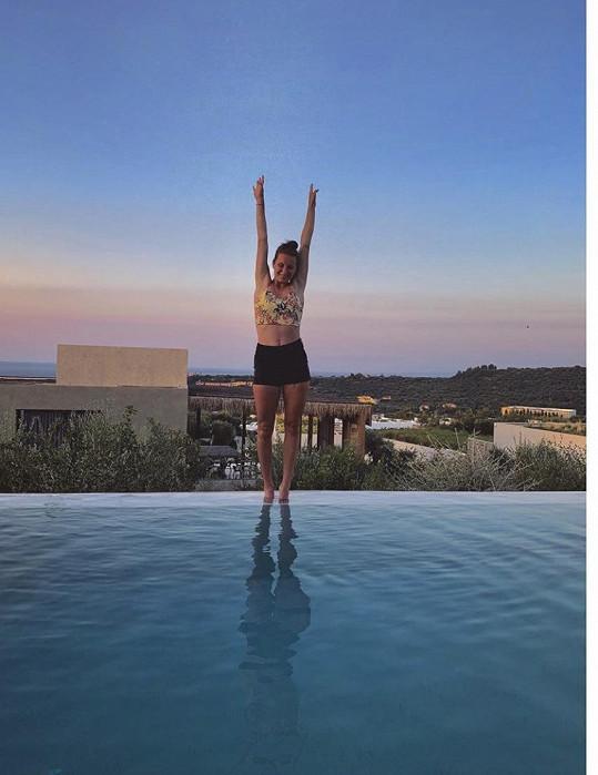 V Řecku léčí zánět zápěstí.