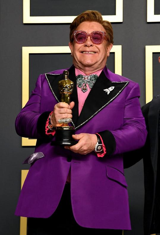 Elton John letos získal sošku Oscara za nejlepší píseň k filmu Rocketman.