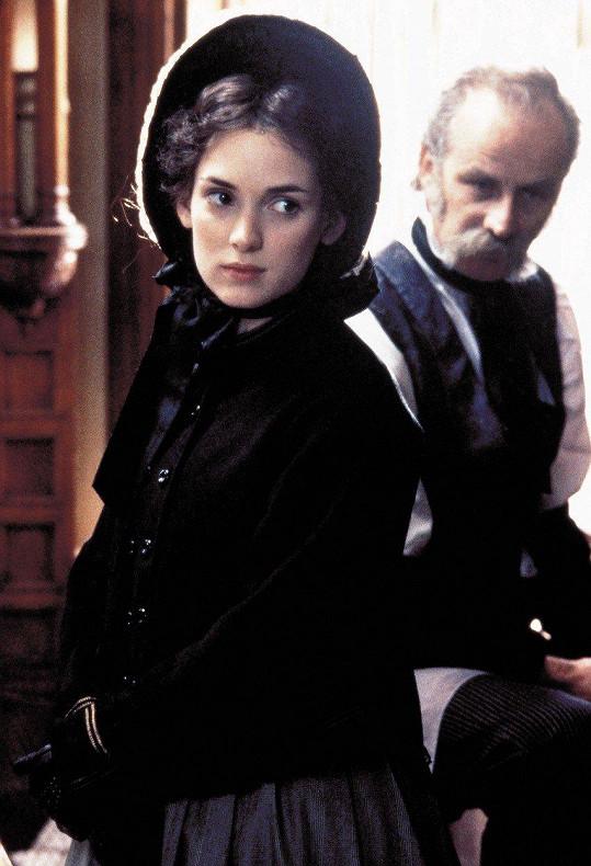 Winona Ryder ve stejné roli ve filmu Malé ženy (1994)