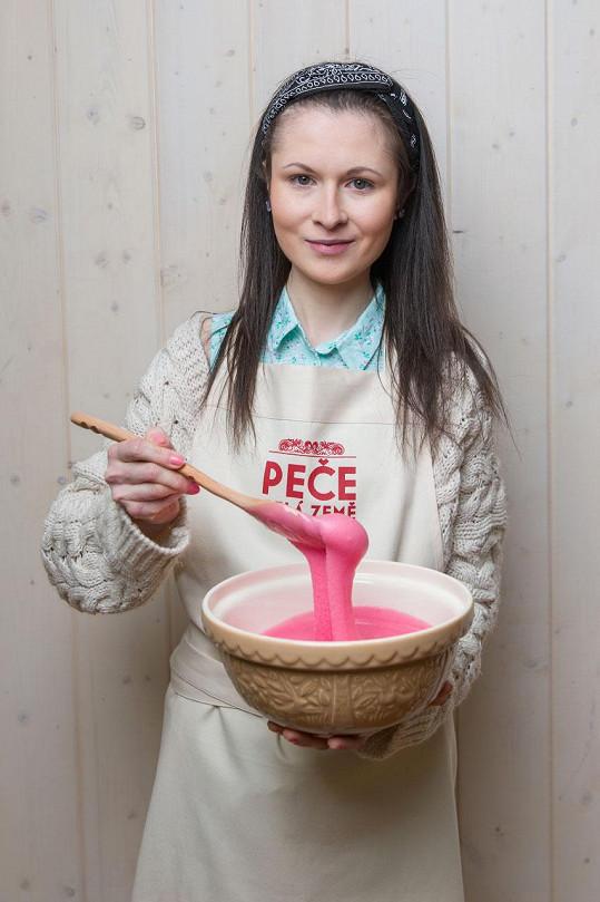 Anna Klápšťová soutěží v pořadu Peče celá země.
