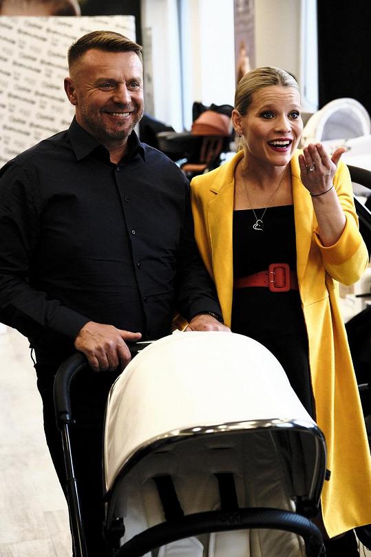 S manželem se dočkají miminka už za měsíc.