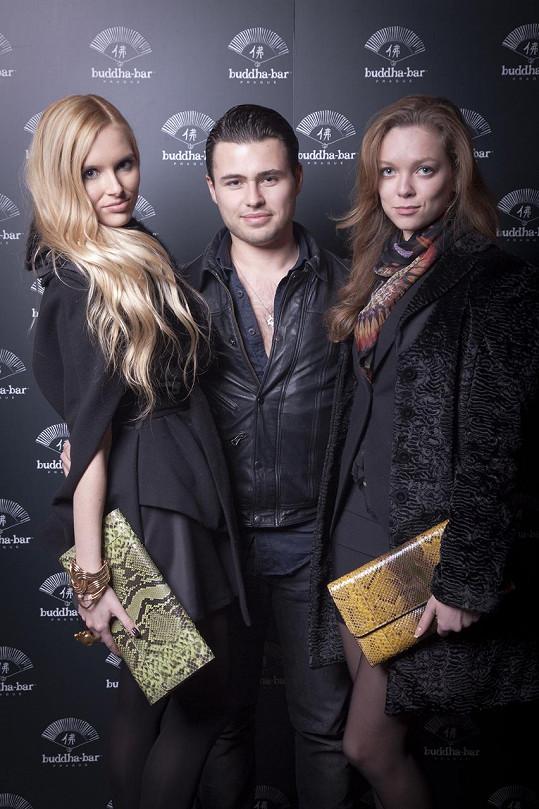 Nechyběla ani blogerka Nena (vpravo) s přítelem Michaelem Reventónem.