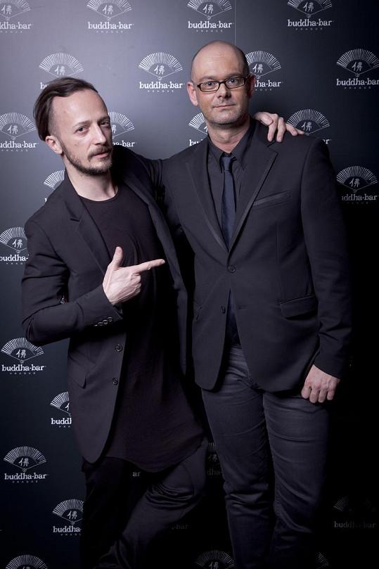 Organizátor večírku Mário Sečkár (vlevo) vytvořil skvělou atmosféru obdobnou klubům z Paříže, New Yorku, Milána či Vídně.