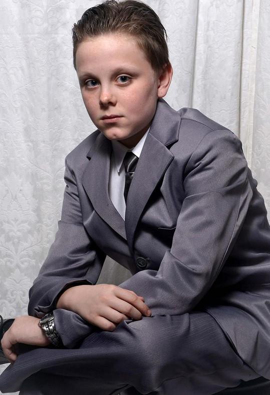 Jedenáctiletý školák přišel do školy jako Christian Grey.