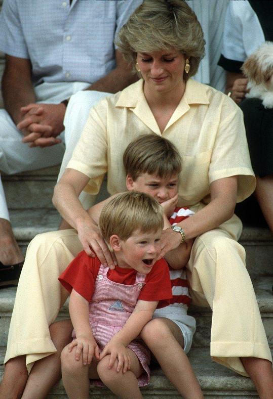 Princ Harry s princeznou Dianou a princem Williamem na dovolené (Mallorka - srpen 1987)