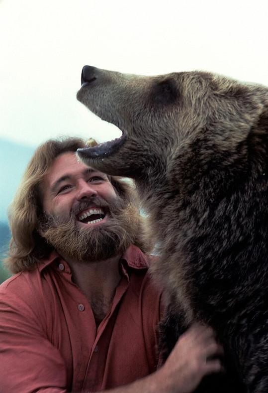 Herec měl úzký vztah se zvířaty, především pak s medvědy.