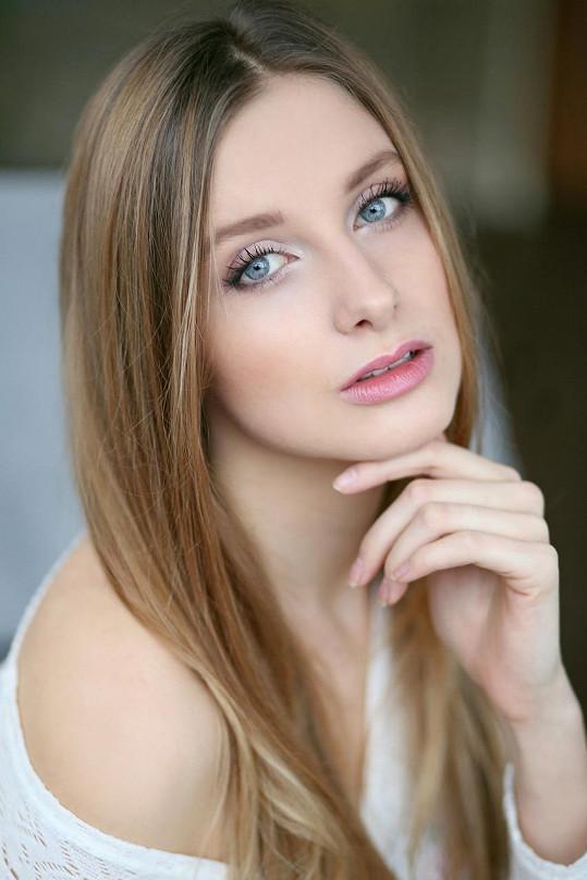 Silvie Hirtová, 20 let, Břeclav, 179 cm, znamení zvěrokruhu: blíženec, mluví anglicky, baví ji vodní sporty,fitbox, indoor cycling, četba, divadlo i péče o zvířata