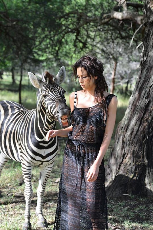 V nestřežené chvíli Katku pokousala zebra.