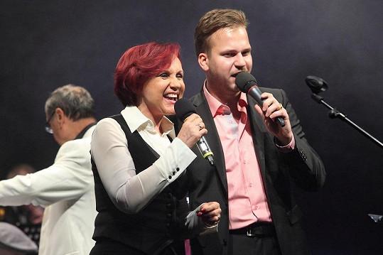 Na akci zpíval nejen sám, ale dal i duet s Petrou Janů.