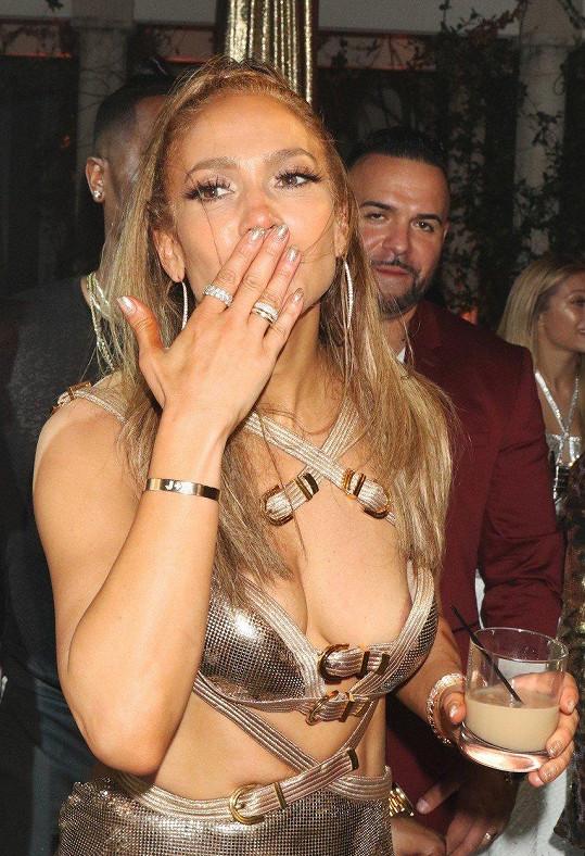 Z Jennifer Lopez už je padesátnice.