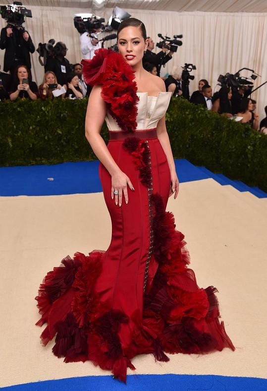 Na sílu květin vsadila v roce 2017 Ashley Graham. Modelka si tehdy odbyla svůj debut na módní události a za tvorbou její kreace stály návrháři módního řetězce H&M.