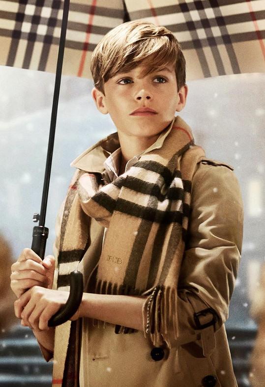 Romeo má blízký vztak k módě, už před šesti lety takhle zářil v kampani na slavnou britskou značku oblečení.
