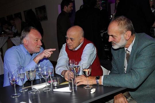 Na večírku se bavili komici v čele s Luďkem Sobotou a Ivanem Mládkem.