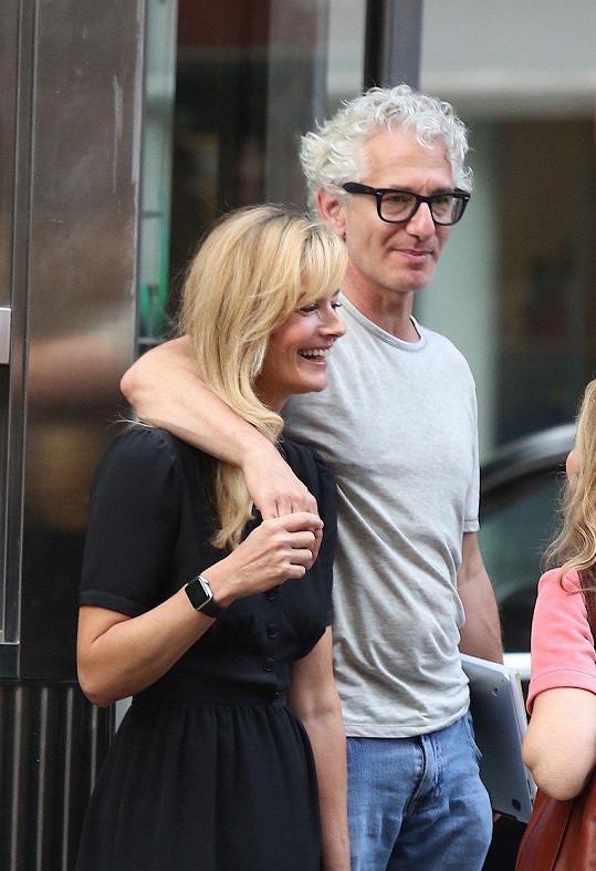 Fotografové zachytili Pavlínu s přítelem Edem Solomonem už loni v červnu, ale oficiálně se spolu doteď nikde neobjevili.