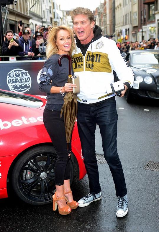 David se svou snobenkou Hayley Roberts