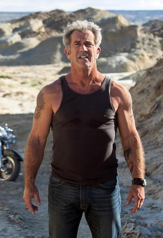 Šedesátník ve formě Mel Gibson