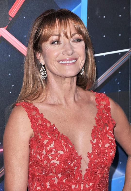 Jane Seymour vypadala v rudých šatech skvěle.