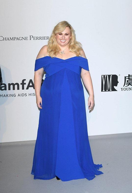 V Cannes se předvedla jako dáma v modré.