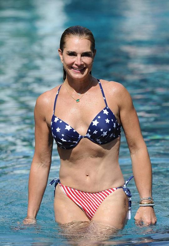 Brooke Shields ukázala figuru v bikinách.
