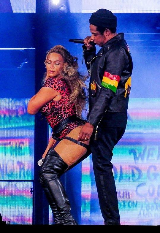 Mezi Beyoncé a raperem Jayem-Z to na koncertech opravdu jiskří.