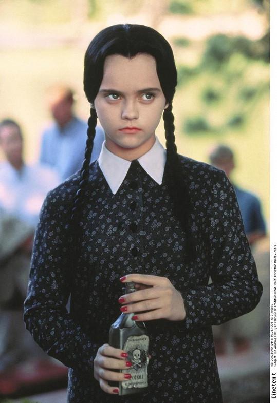 Christina Ricci ve slavné roli Wednesday ve filmu Addamsova rodina