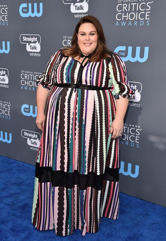 Na udílení Critics Choice Awards vypadala jako šapitó. (leden 2018)