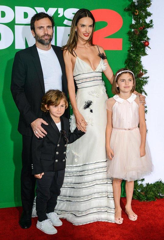 Alessandra Ambrosio se pochlubila rodinkou.
