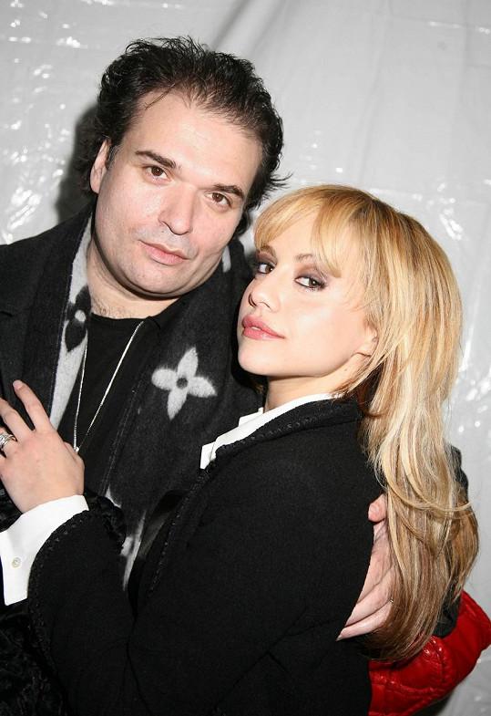 Brittany Murphy s manželem Simonem Monjackem. Zemřeli v rozmezí pouhých pěti měsíců.