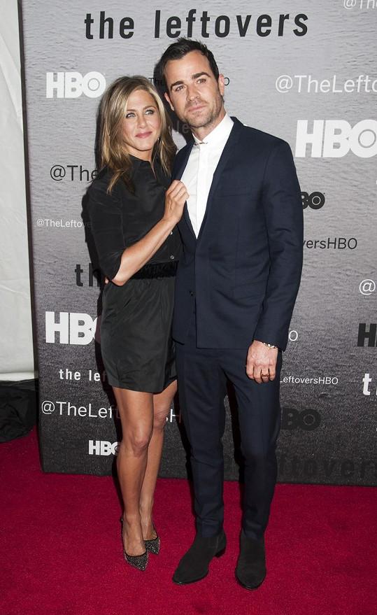 Jennifer je s Justinem zasnoubená už přes dva roky.