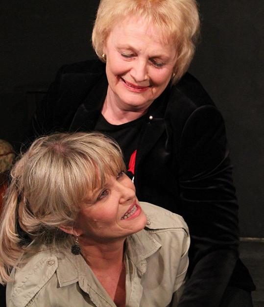 Na jeviště se postaví vedle Chantal Poullain.