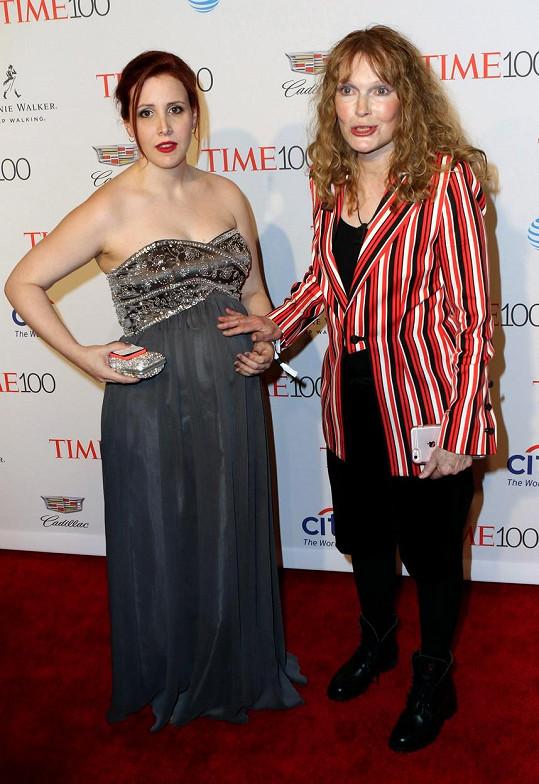 Mia Farrow s dcerou Dylan Farrow, která Allena nařkla ze zneužívání.