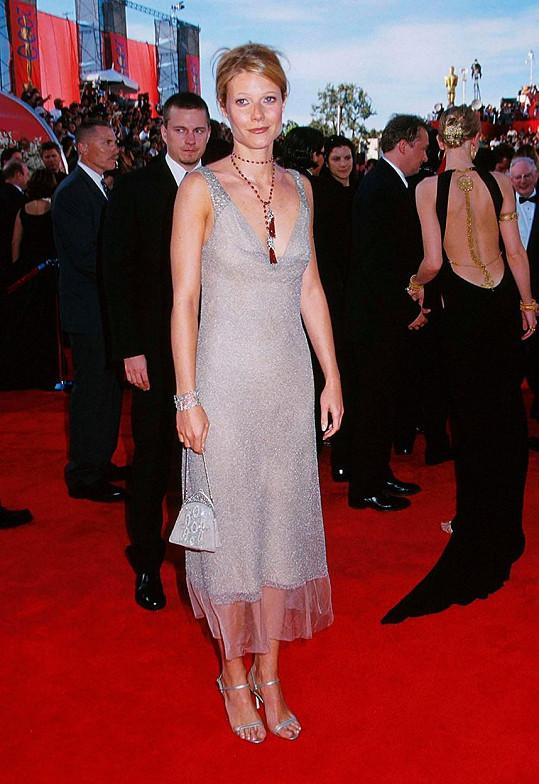 Tyhle šaty dává do aukce a sama o nich řekla, že na Oscary se nehodily.
