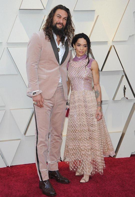 Jason Momoa a Lisa Bonet - rozdíl 36 cm