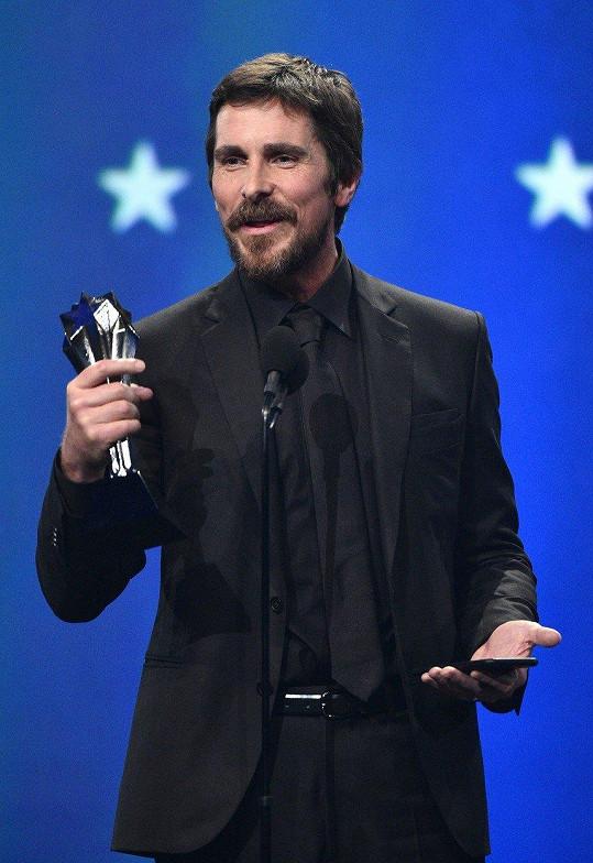 Christian Bale převzal cenu jako hubeňour.