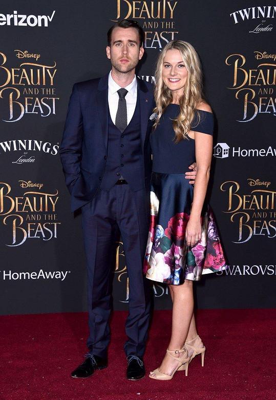 Herec Matthew Lewis si o víkendu vzal za ženu blogerku Angelu Jones.