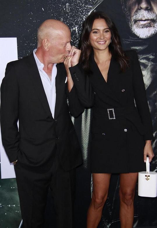 Bruce Willis s manželkou Emmou Heming. Karanténu tráví každý zvlášť.