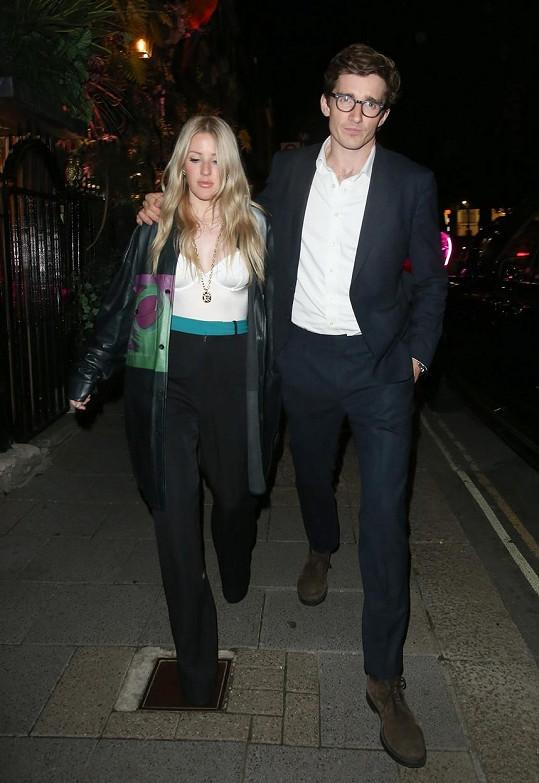 Ellie Goulding se letos v květnu stala maminkou. S manželem Casparem se jim narodil syn Arthur Ever Winter.