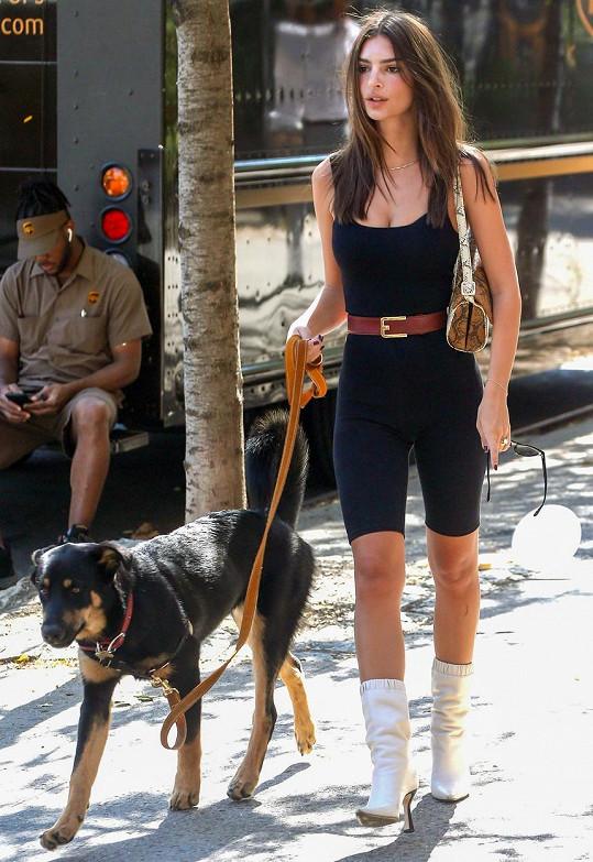 Vyvedla i psího mazlíčka Colomba.