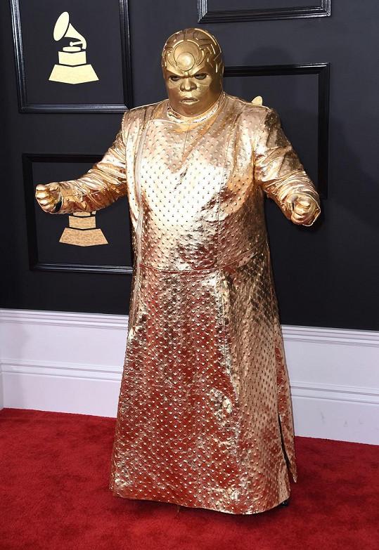 Nespletl si náhodou CeeLo Green udílení Grammy s předáváním Oscarů? Zpěvák pokrytý zlatou barvou vzdáleně připomínal sošku nejslavnějších filmových cen.