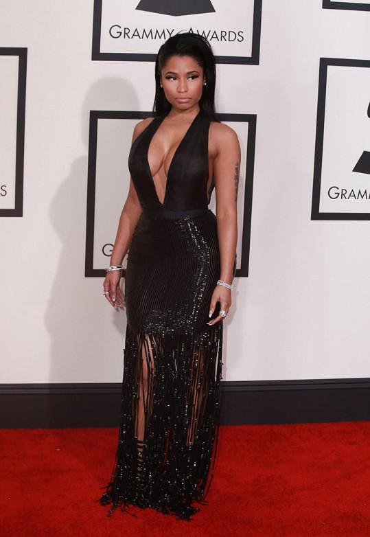 Konečně se Nicki Minaj zřekla svého infantilního stylu v dechberoucích šatech od Toma Forda a střevících Giuseppe Zanotti.