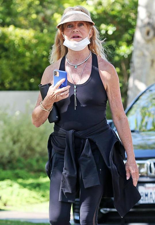 Goldie Hawn je velmi aktivní žena. Při joggingu je ji vidět s železnou pravidelností.