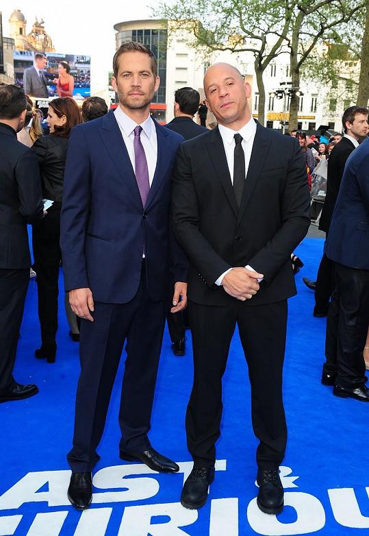 Tragicky zesnulý Paul Walker s kolegou a kamarádem Vinem Dieselem na premiéře Rychle a zběsile 6 (2013).