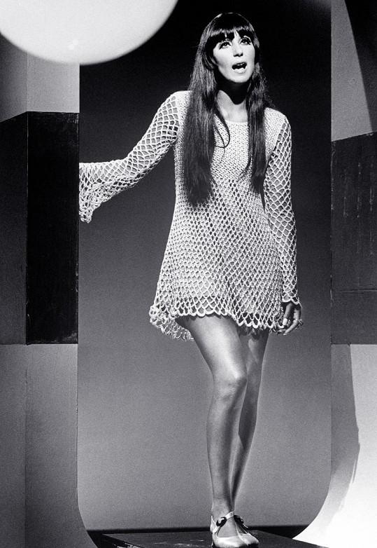 Takhle vypadala Cher v začátcích kariéry, foto je z roku 1967.