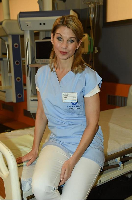 Sabina hraje v seriálu Modrý kód.
