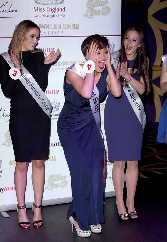 Jade během vyhlašování Miss Surrey připomínala trochu i Whitney Houston...