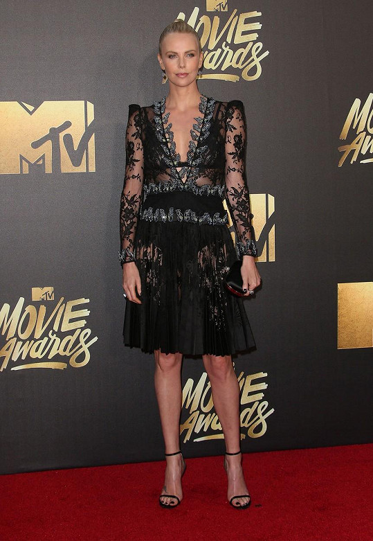 Charlize Theron získala cenu za film Šílený Max: Zběsilá cesta.