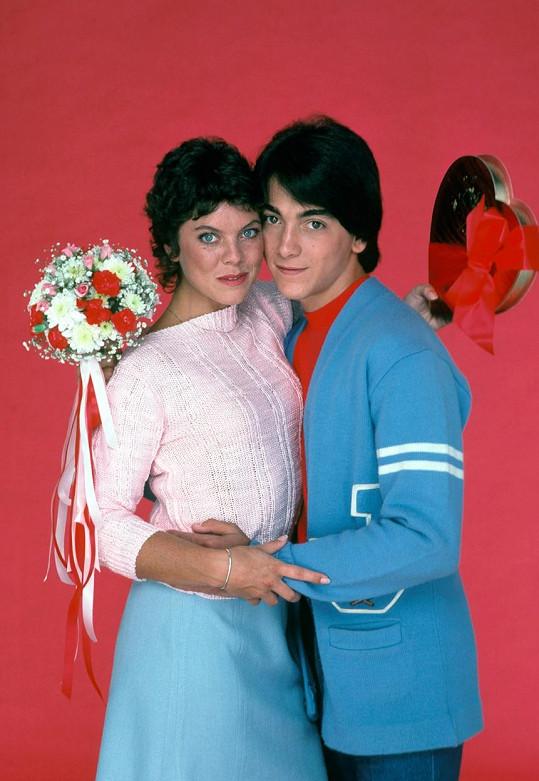 V seriálu tvořila pár se Scottem Baiem.