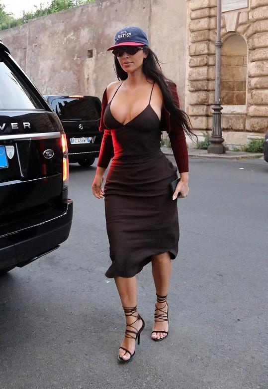 V sexy modelu byla nepřehlédnutelná.